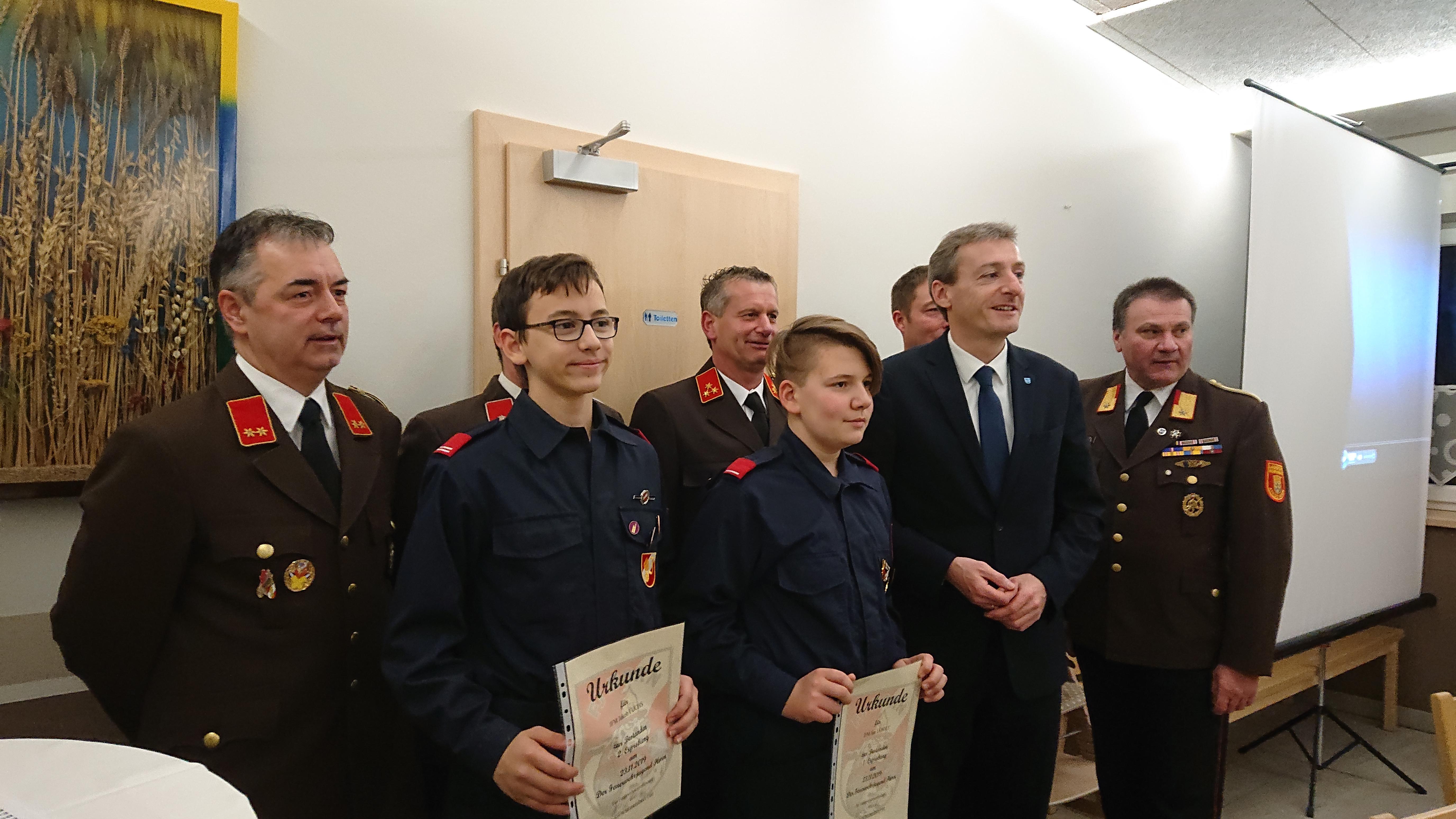 Auszeichnung von 2 Jugendfeuerwehr Mitgliedern